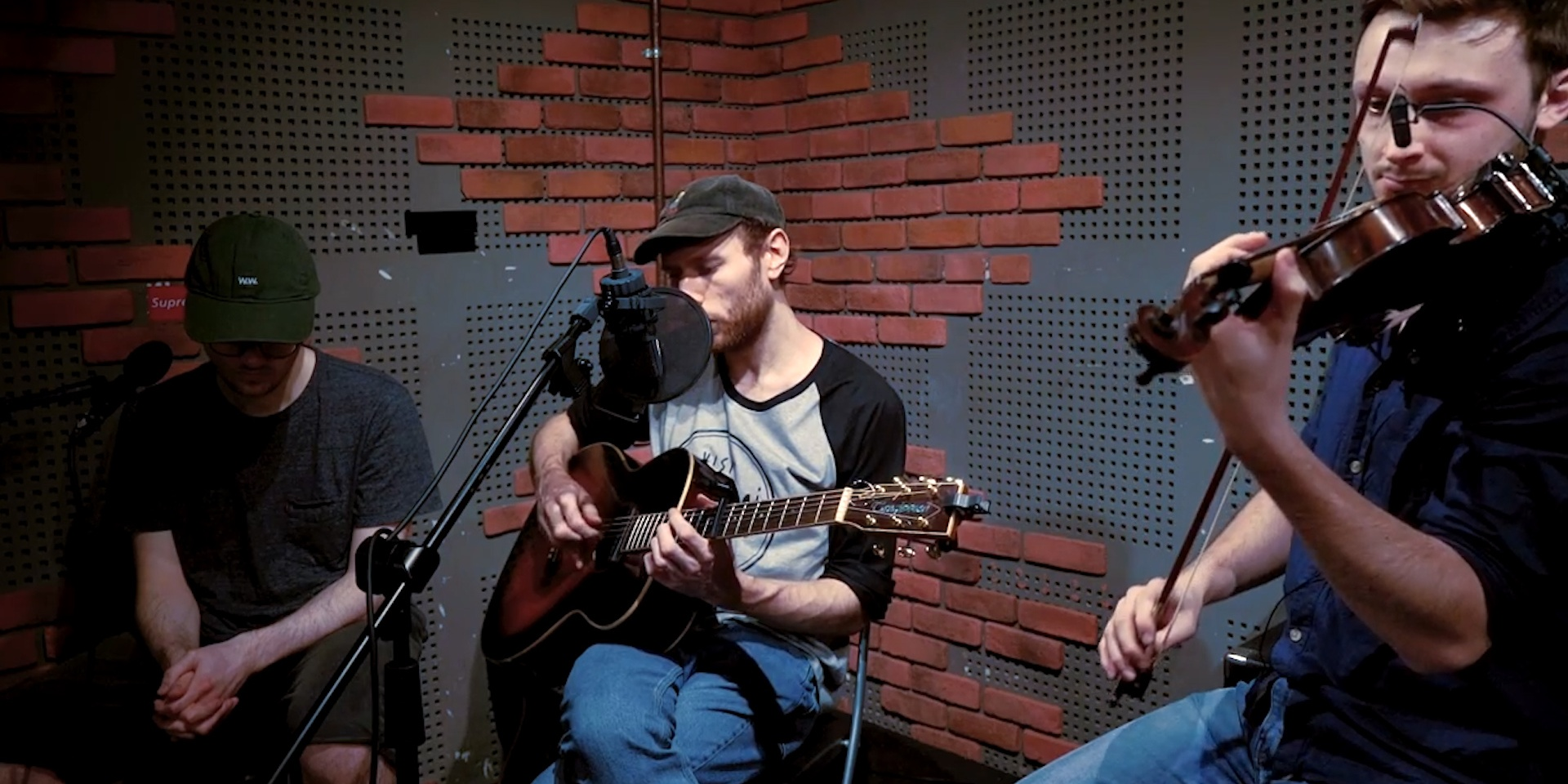 Novo Amor and Ed Tullett perform a gorgeous rendition of 'Carry You' on Bandwagon Presents –watch