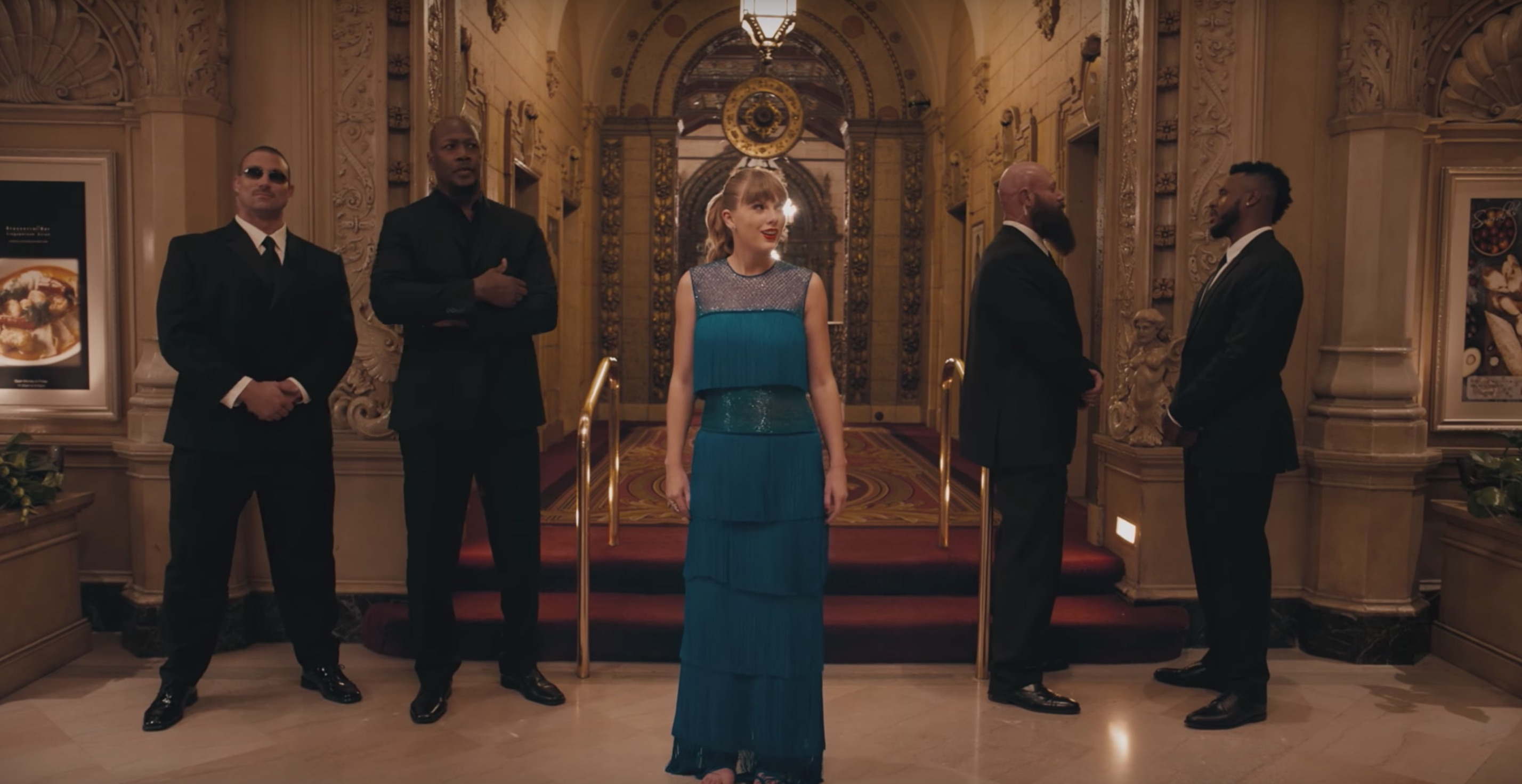 Taylor Swift Unique Dance Moves In new video 'Delicate'.