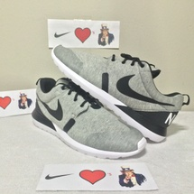 "DS NIKE ROSHERUN NM W SP ""TECH FLEECE"" SIZE 11 STYLE CODE 652804 019"