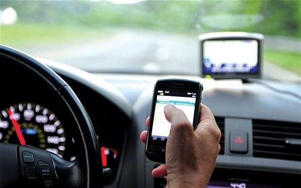 naudojantis mobiliuoju telefonu