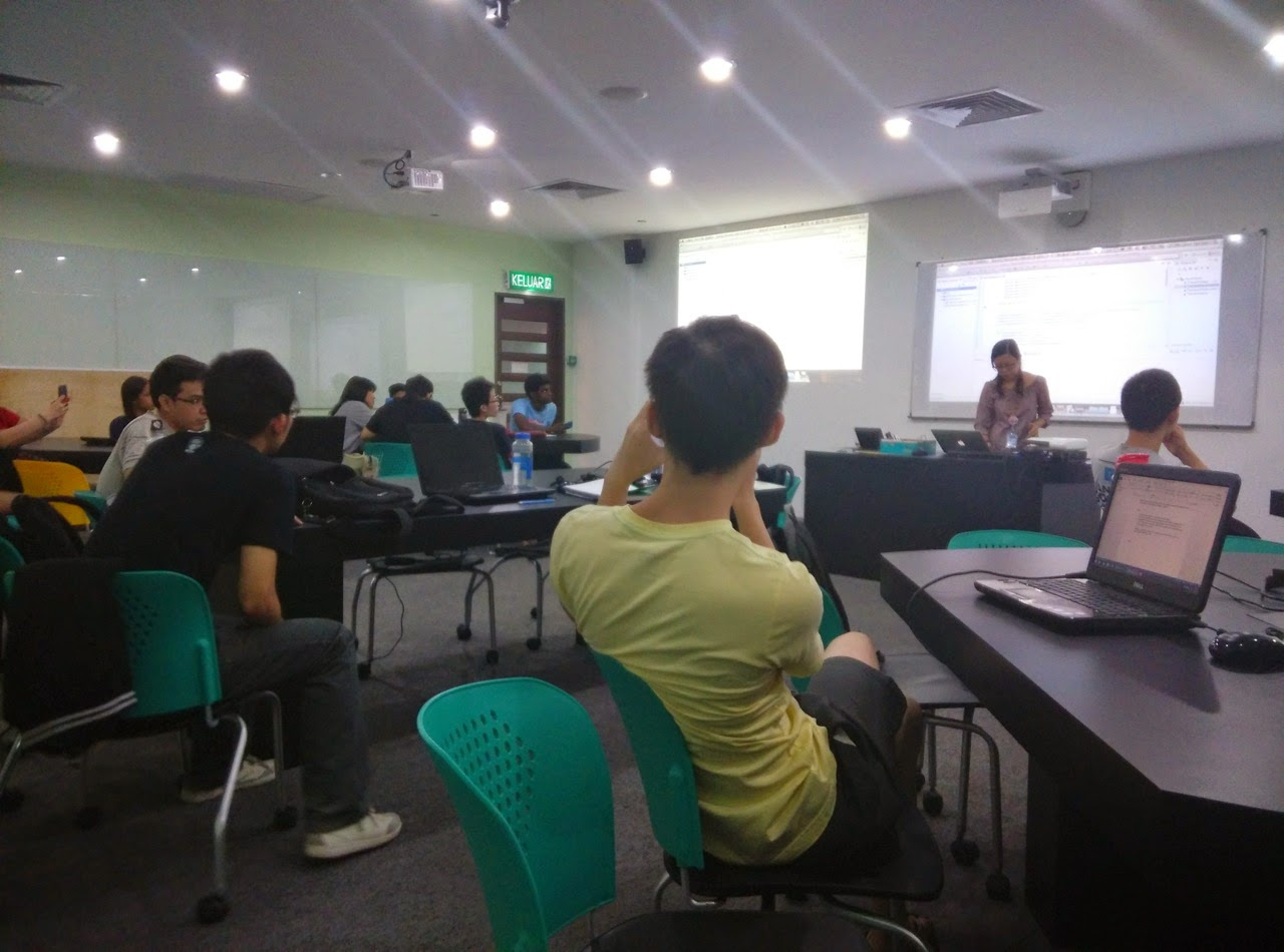 Lian Tze Lim teaching using Overleaf during her seminar on Introduction to Natural Language Processing