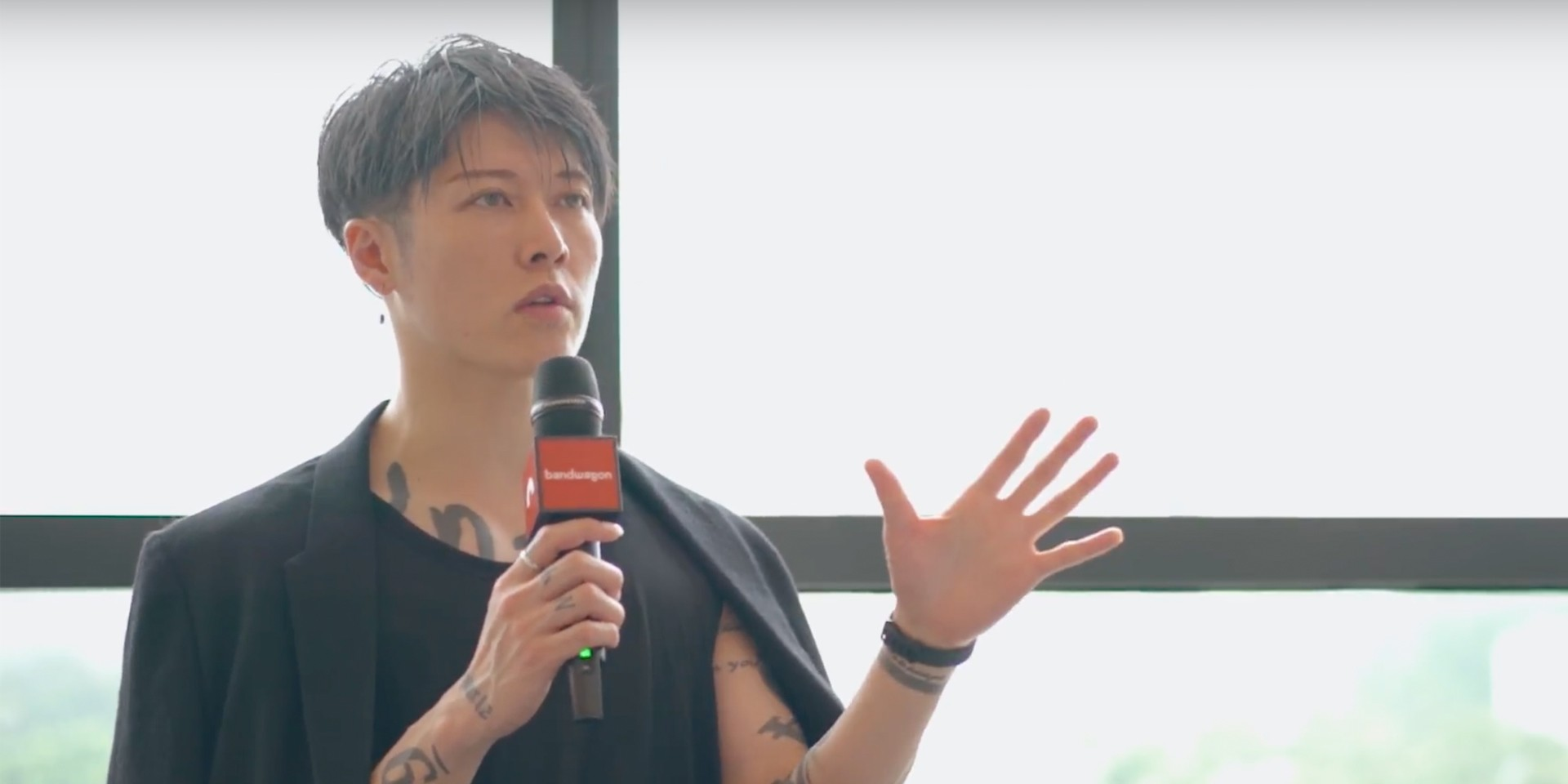 A conversation with Miyavi about his unique guitar-playing style, his role in the new Bleach live action movie and more – watch
