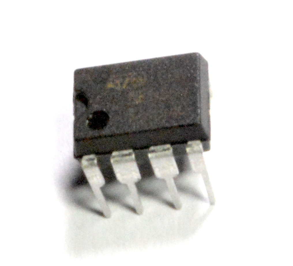 Figure 2: The physical component is a 555 timer in a DIP package with 8 pins