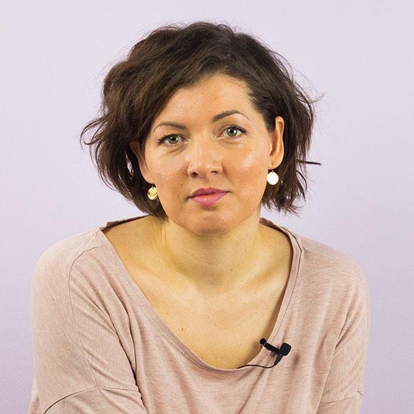 Hebamme Eva Schumann erläutert Ihren Online Geburtsvorbereitungskurs