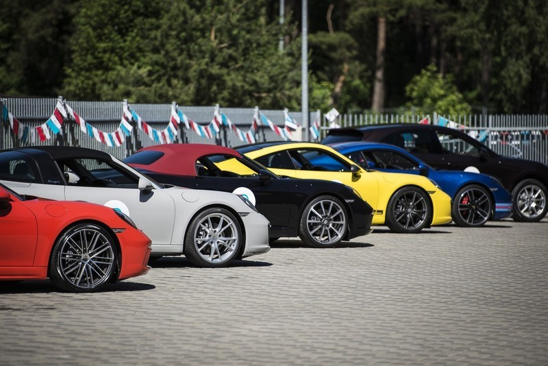 automobiliu-spalvu-pasirinkimas