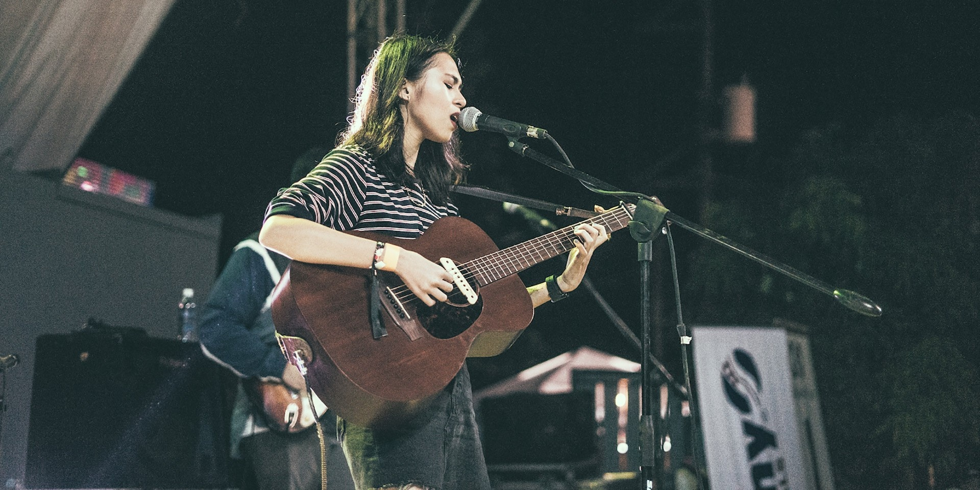 Watch Clara Benin's acoustic cover of Bon Iver's '8 (Circle)'