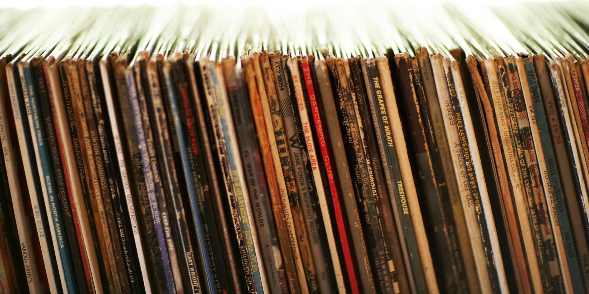Vintage flea market, vinyl exchange and live music at Breeze Bar