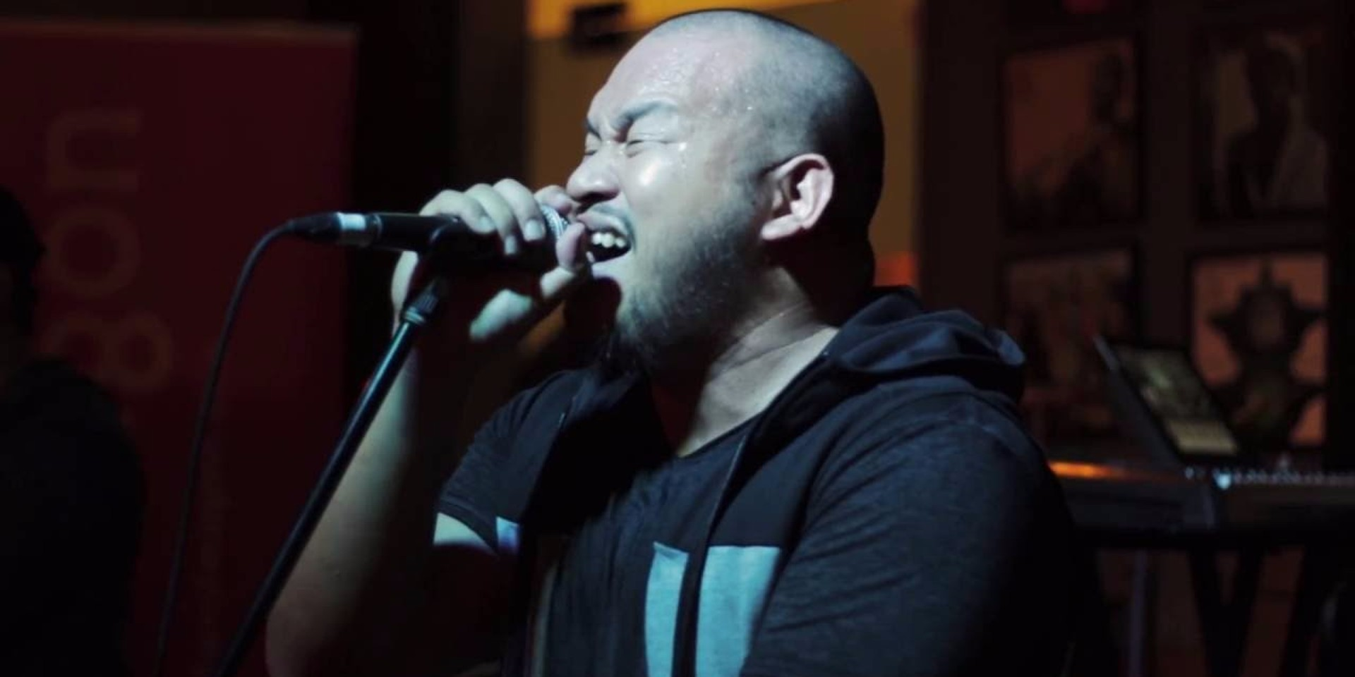 WATCH: Filipino rapper QUEST spits fire during his live performance at Barber Shop by Timbre