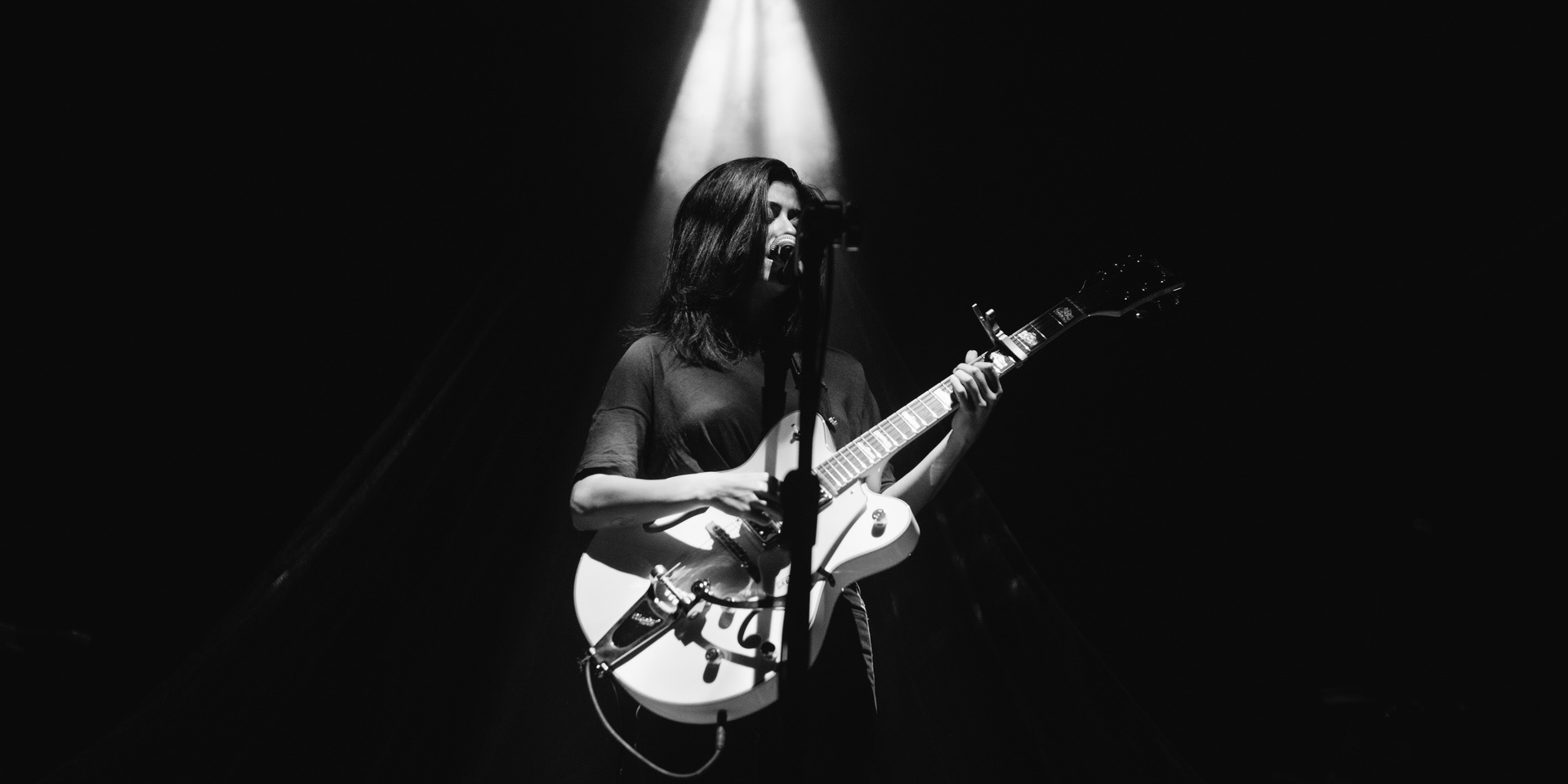 GIG REPORT: Daniela Andrade rides the waves of Manila for the last leg of her Shore Tour