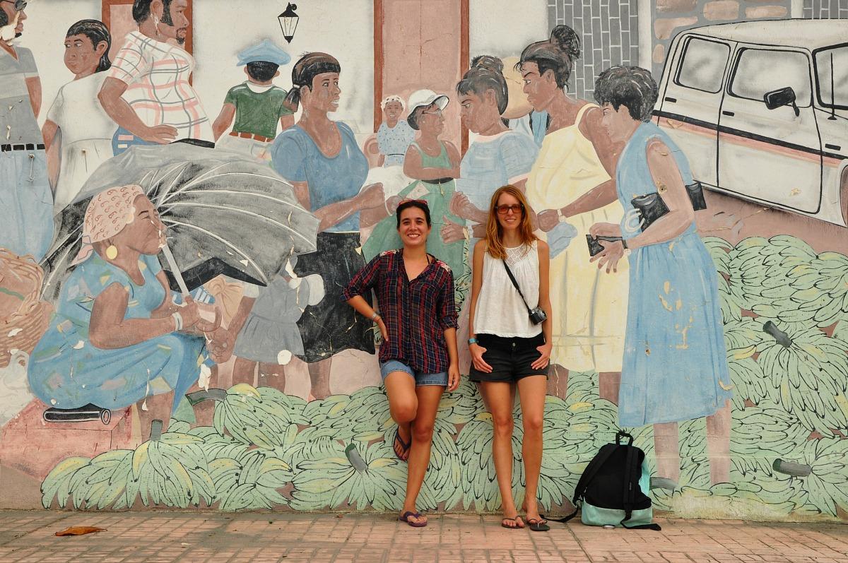 Laura Lazzarino y Aniko Villalba