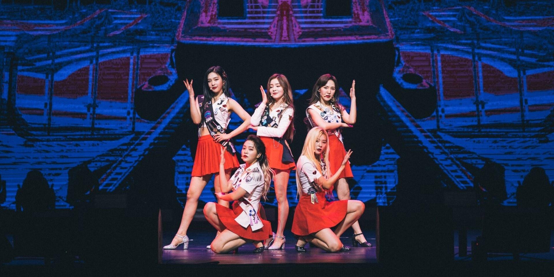 Red Velvet dazzles despite member's injury in Singapore stop of