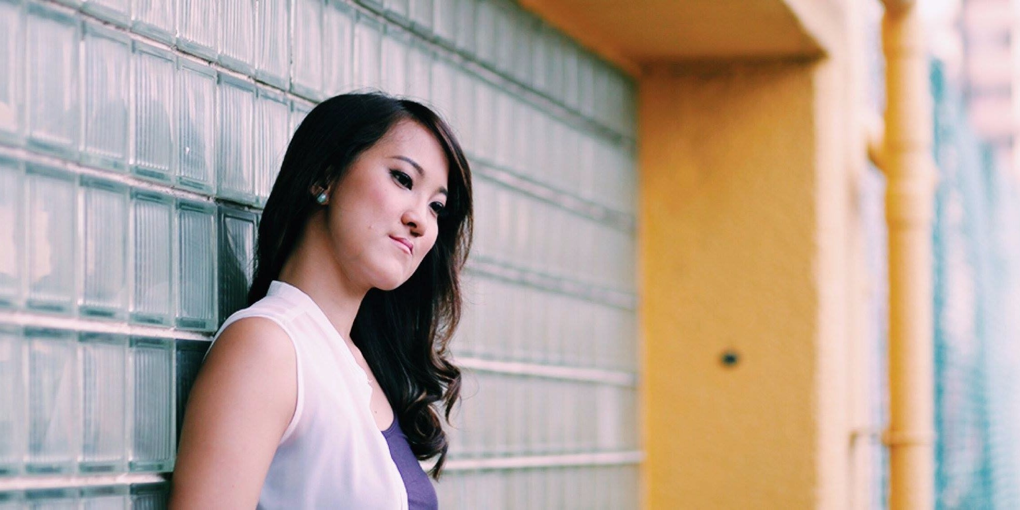 WATCH: Folk singer-songwriter Jean Tan unburdens her heart on 'Crowns'