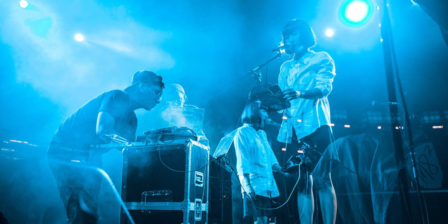 PHOTO GALLERY: .gif's spellbinding opening set for M83