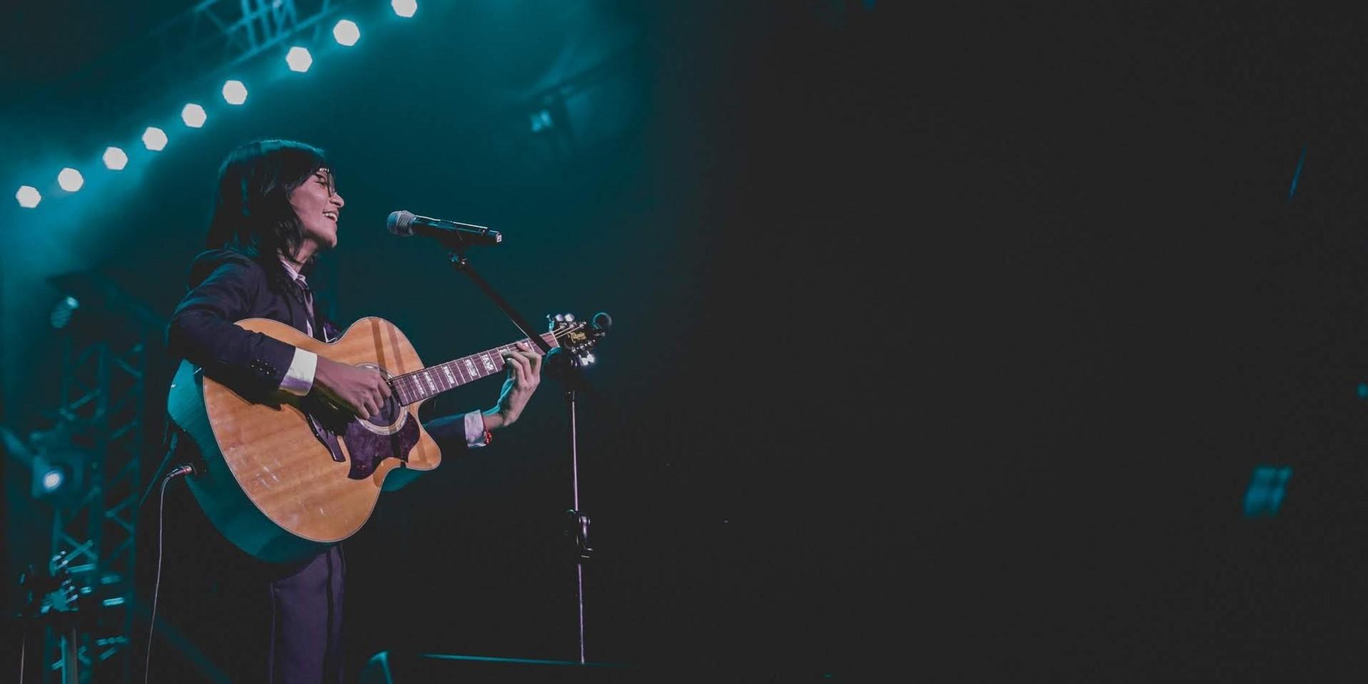 Unique reveals a happier self in solo concert – gig report