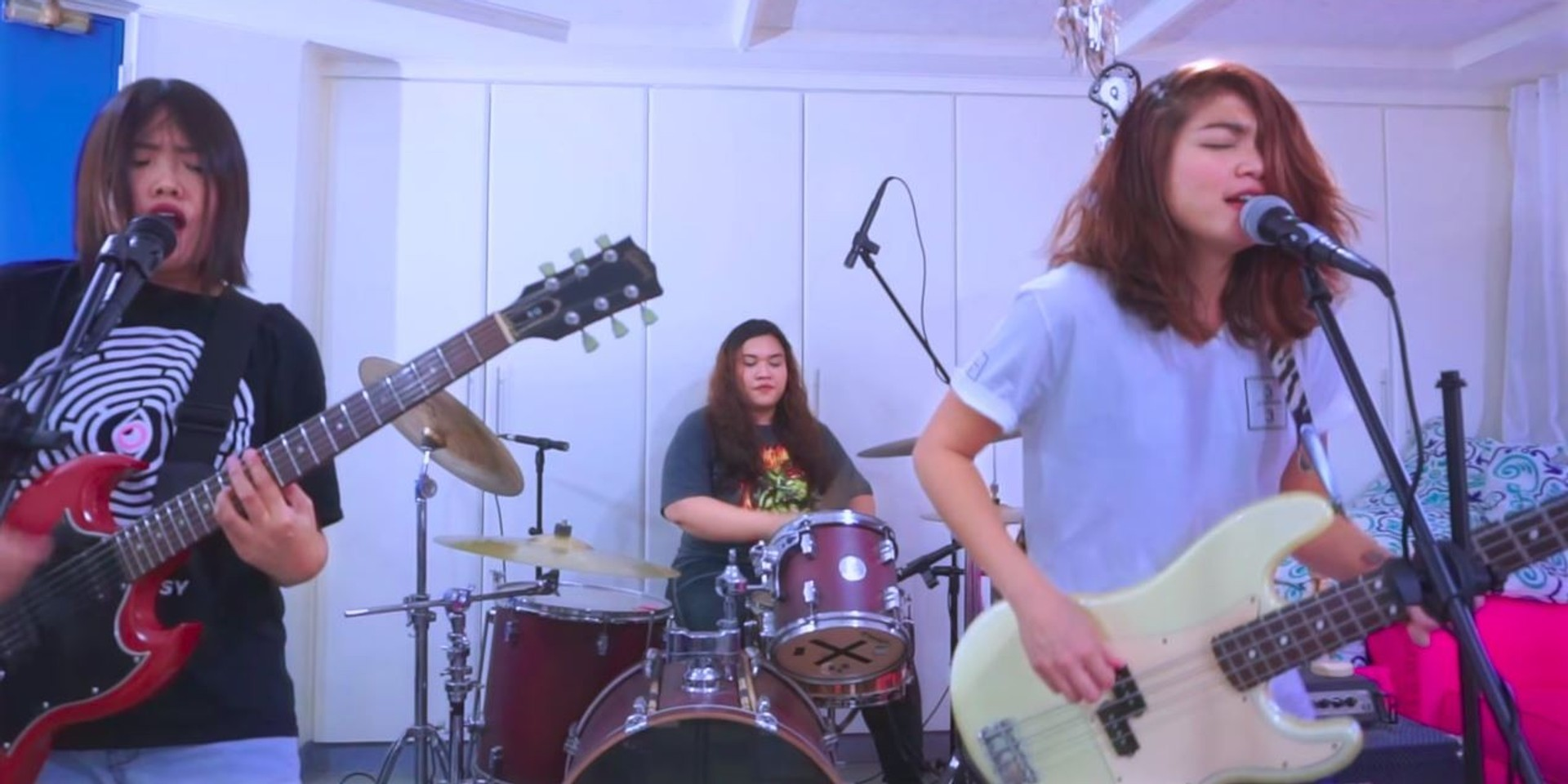 3/3 share live performance video for 'Wr U At?' – watch
