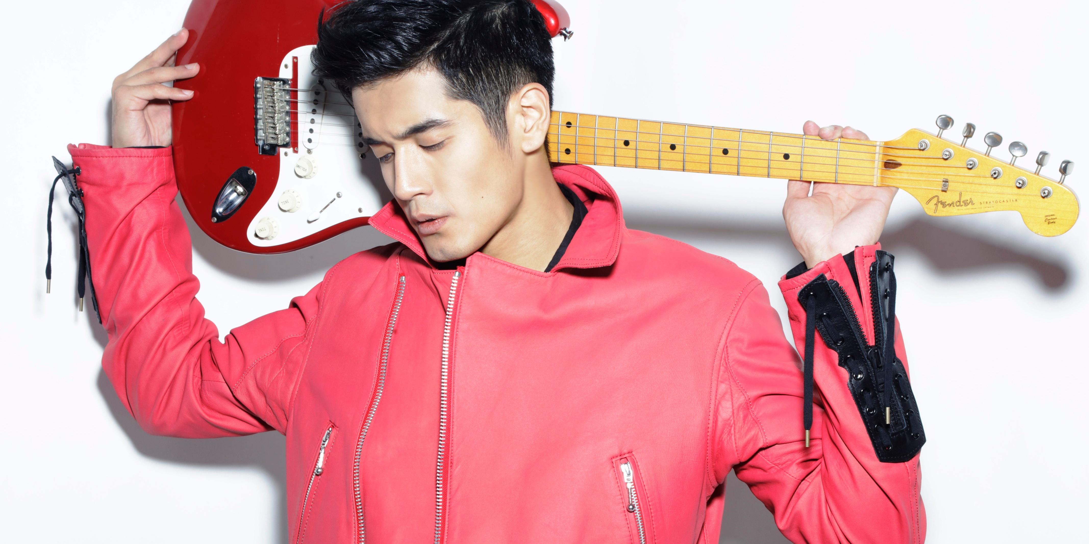 《中国新歌声》首季亚军向洋发行第一首中文单曲《爱超给电》