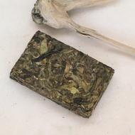 Bingdao Laozhai Huangpian Sheng Ancient Tea Tree Pu-erh 2014 from WymmTea