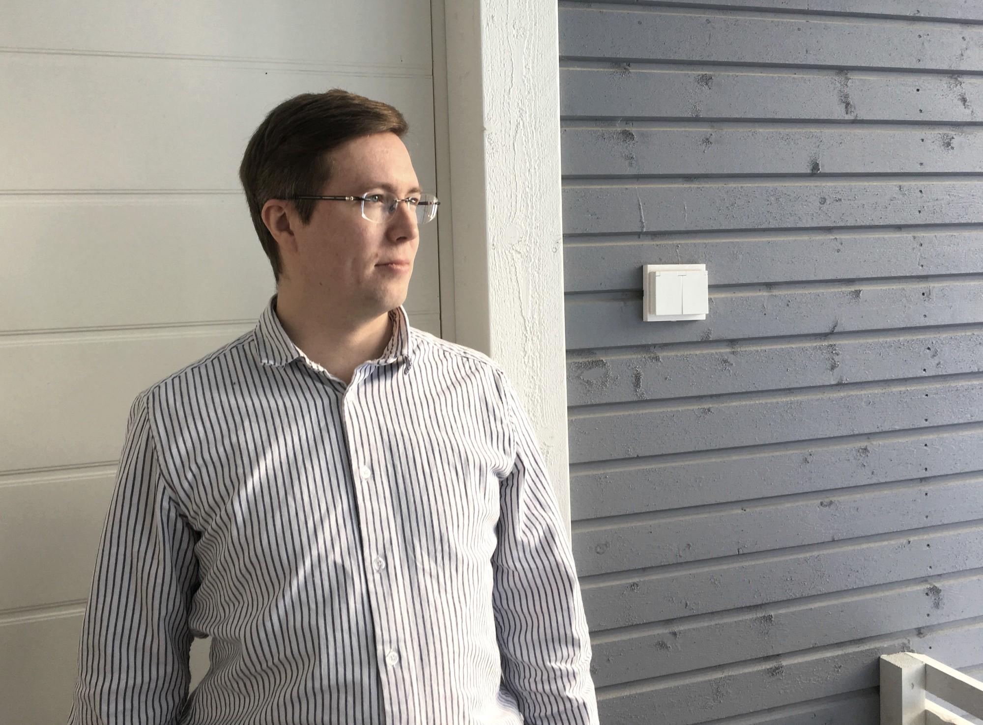 Taidekurssien ideanikkari, piirustuskurssien vetäjä ja aviomieheni Tuomas Tuimala
