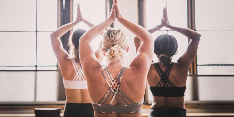 Hướng dẫn chọn áo bra tập Yoga
