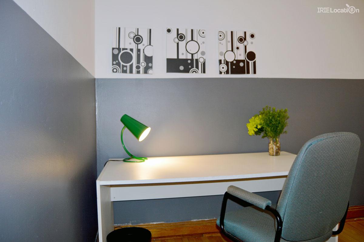 Chambre à louer équipée d'un superbe bureau