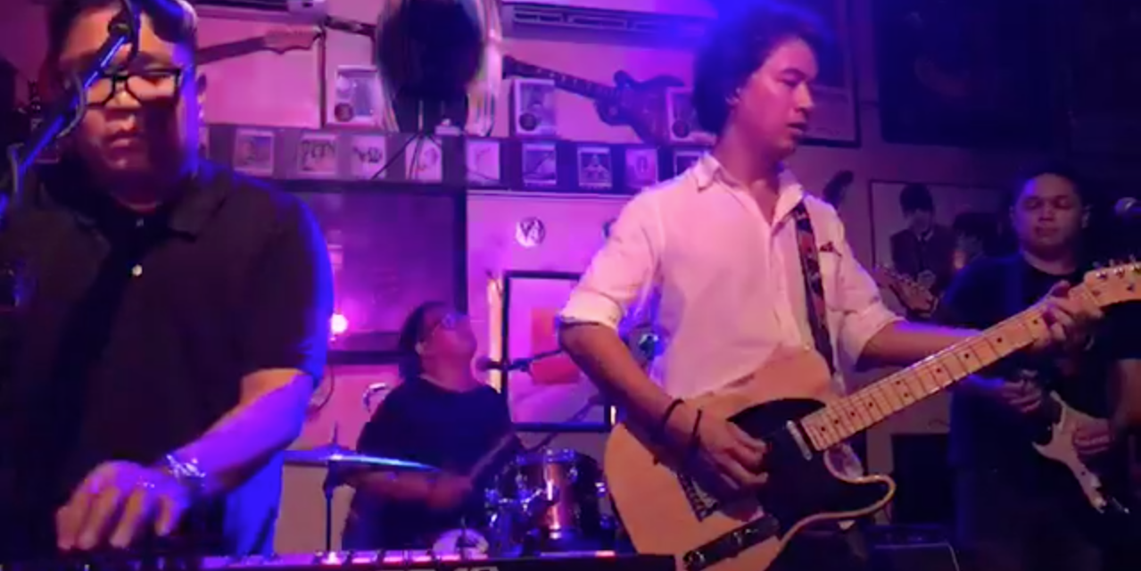 Watch Ely Buendia and The Itchyworms perform each other's songs