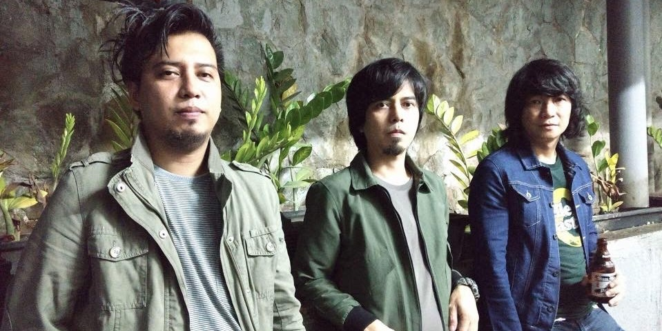 Watch Orange & Lemons play a surprise gig at Mow's