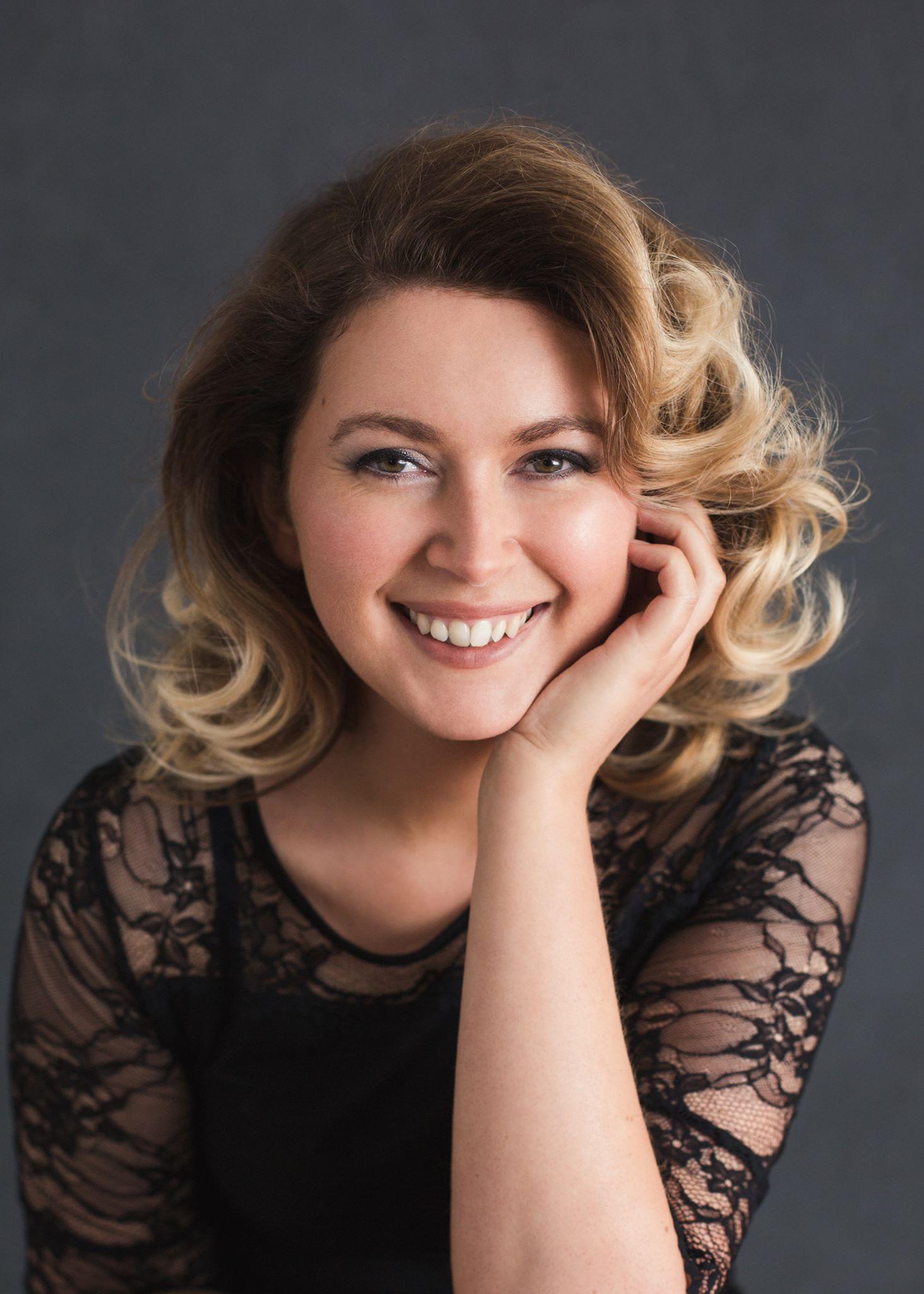 Lauren Robertson MA Hons.