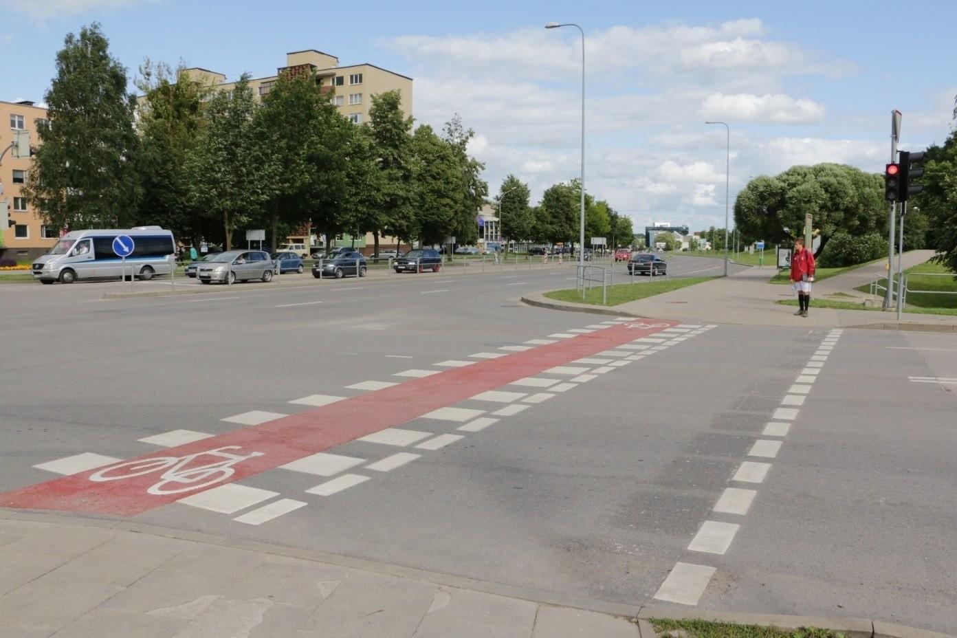 Ar galima dviračiais važiuoti dviračių taku per sankryžą