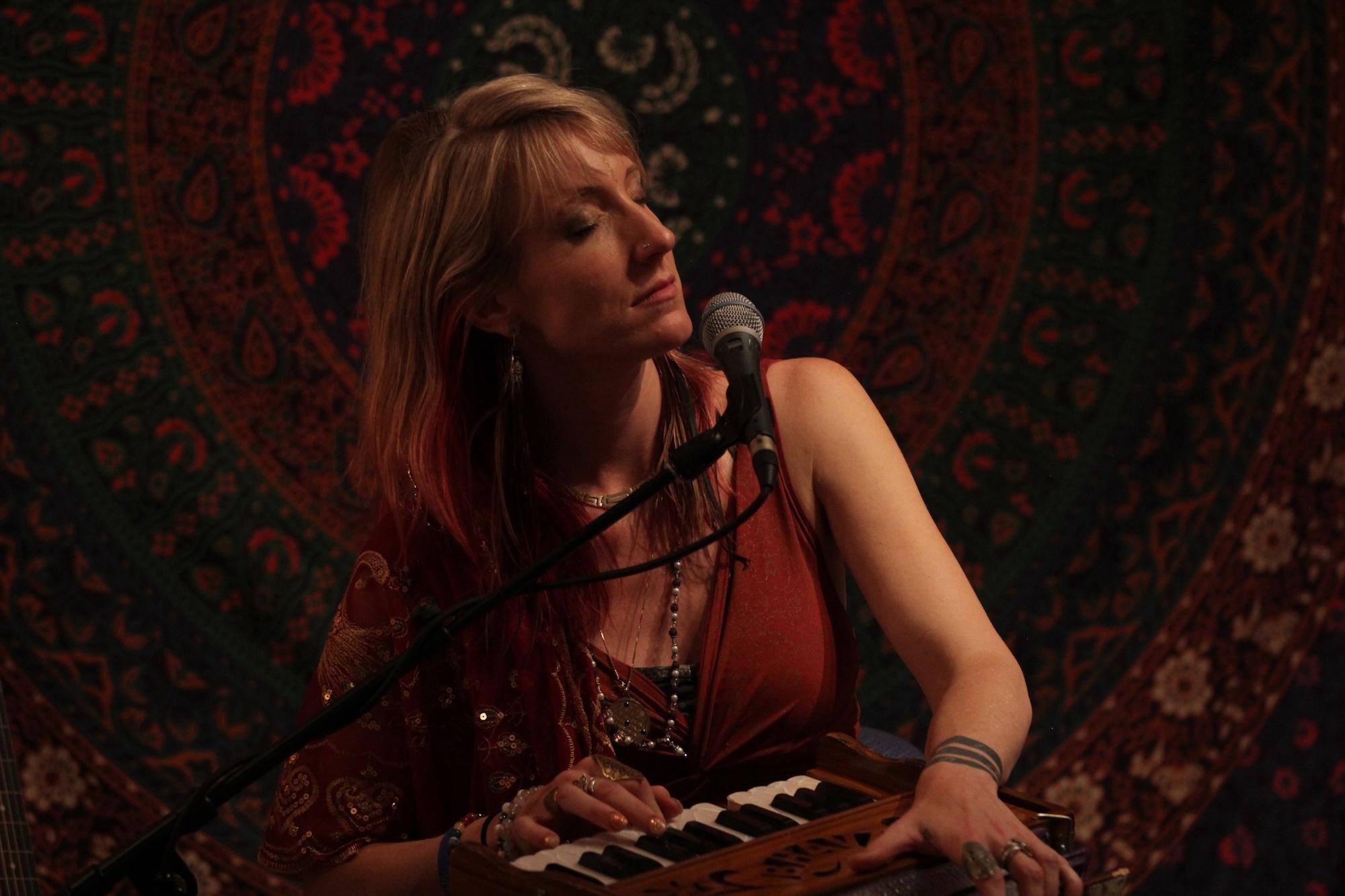 Johanna Beekman - Illuminate