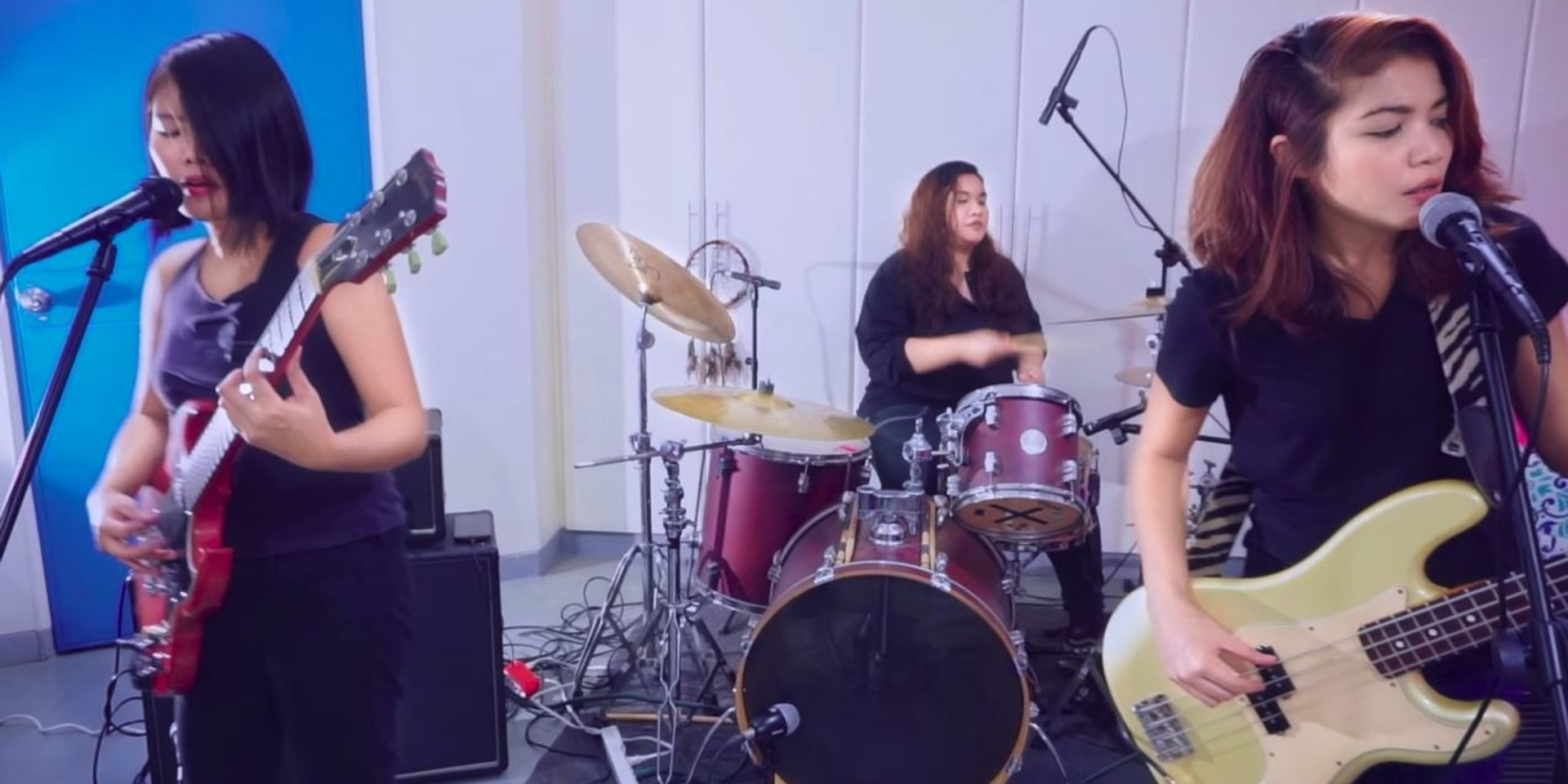 3/3 release live performance video for new single 'Clingy' – watch