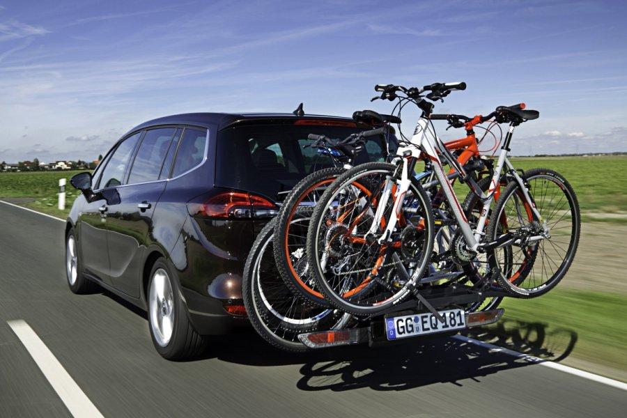 dviracio-vezimas-automobiliu
