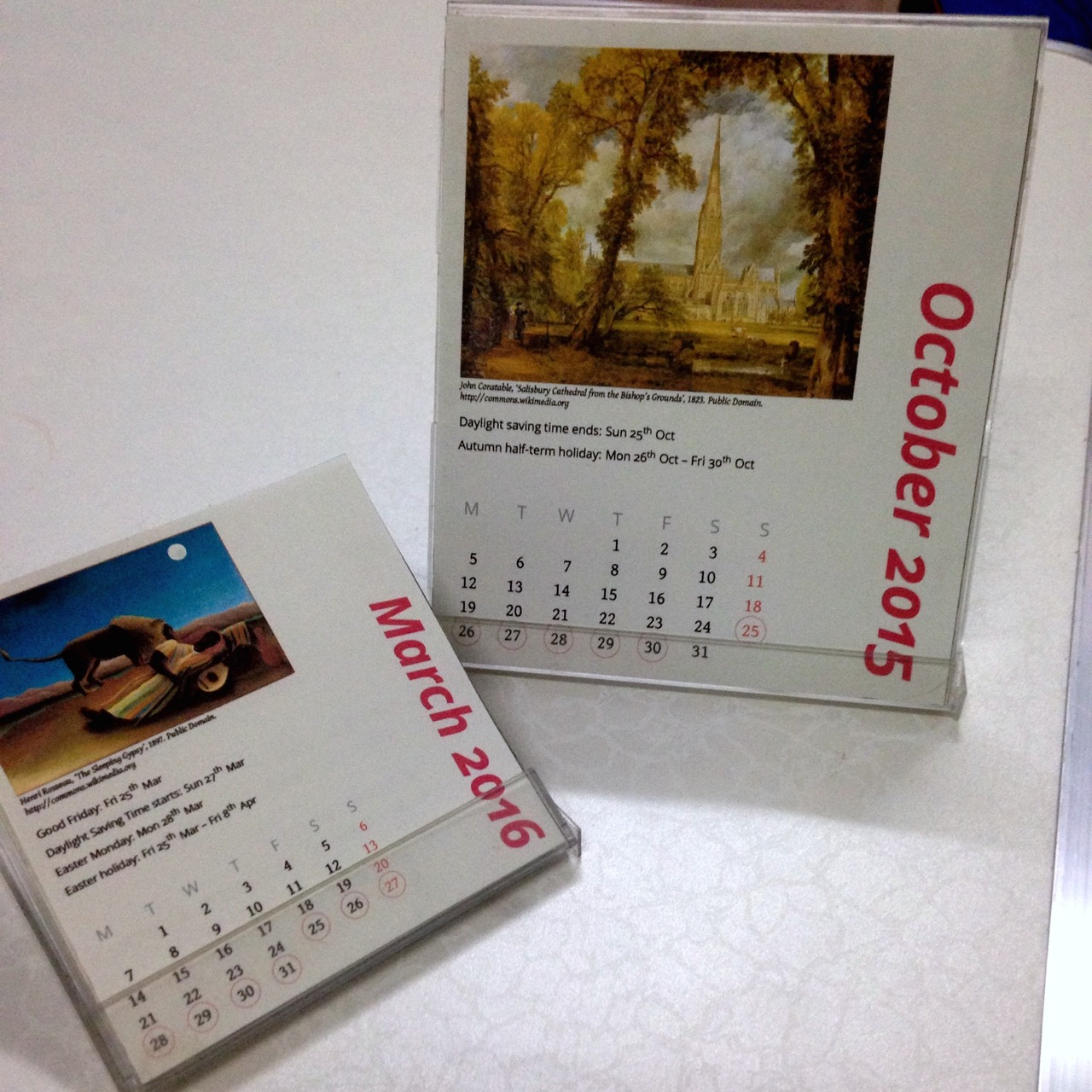 A multilingual, customisable CD/floppy disk jewel case calendar with LaTeX