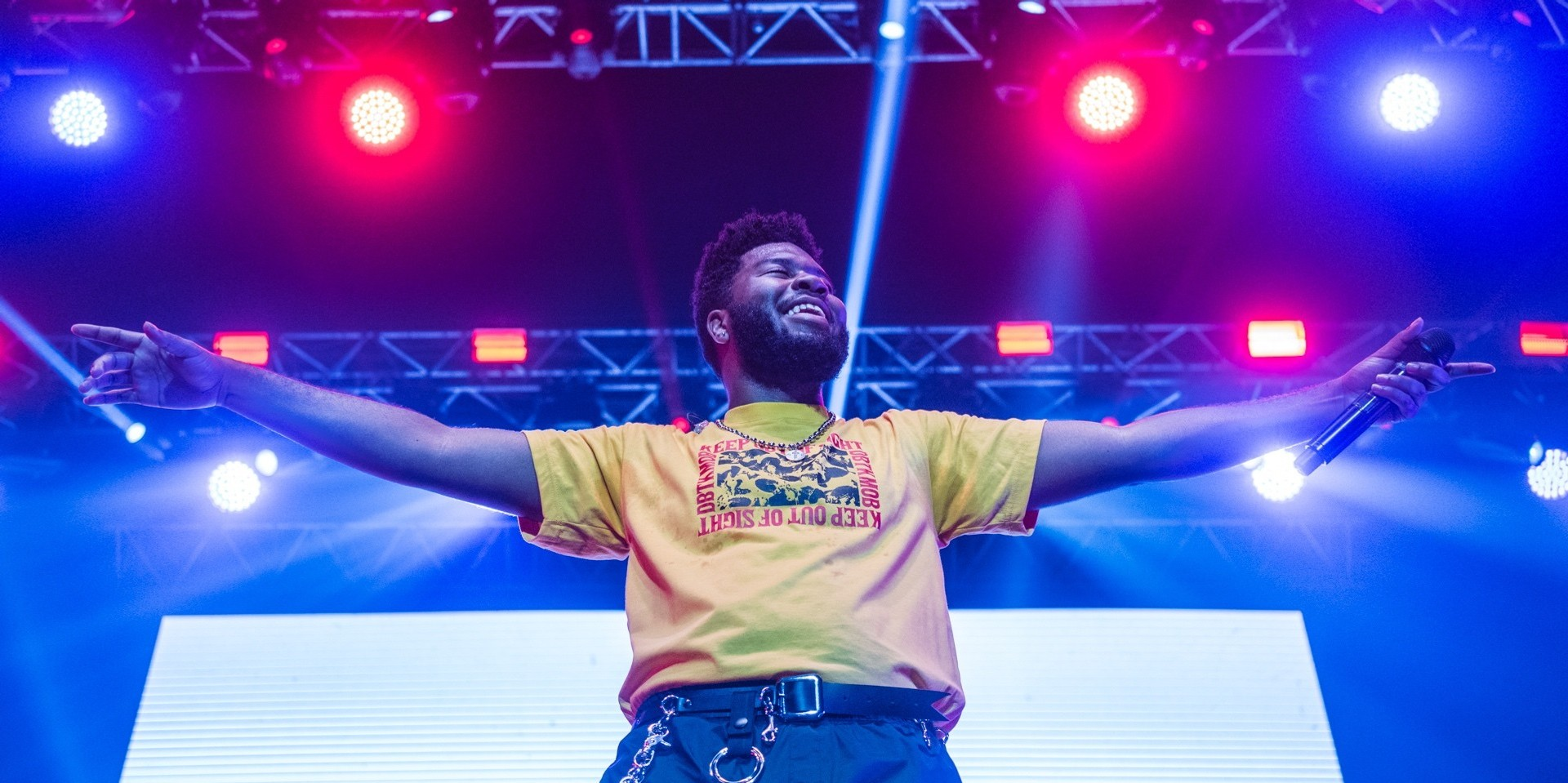 Khalid stages a dynamic performance in Manila debut – photo gallery