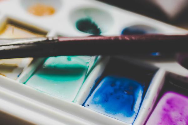 Akvarellimaaleilla maalaaminen kankaalle