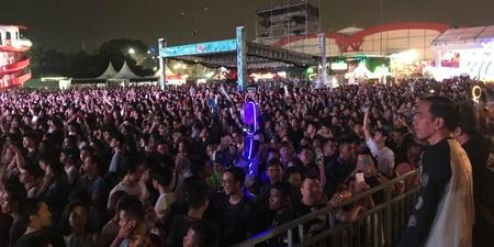 Indonesian president Joko Widodo spotted watching Charli XCX and Kodaline at We The Fest 2017