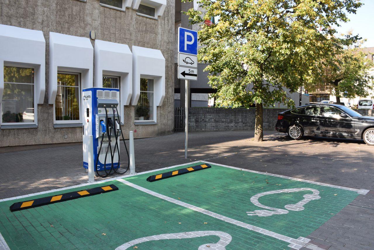 elektromobilio-stovejimo-vieta