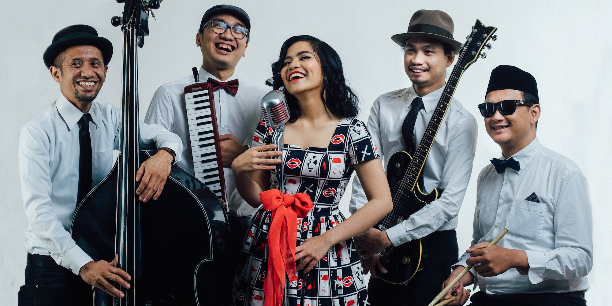 Let's reminisce over Indonesian 1950s pop with Deredia