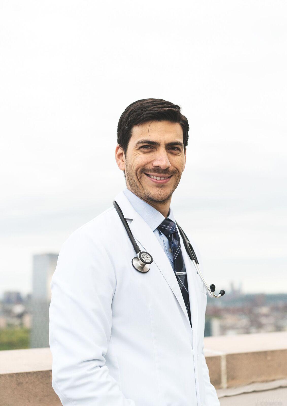 Dr. Mauricio González Arias