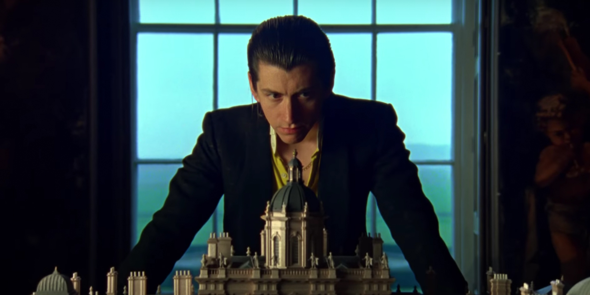 Arctic Monkeys Racing to No. 1 on UK Albums Chart
