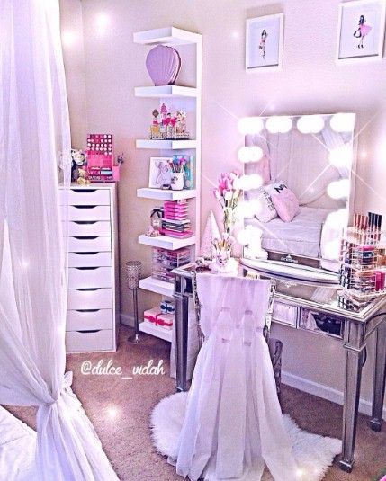 The Hollywood Lighted Makeup Vanity Mirror