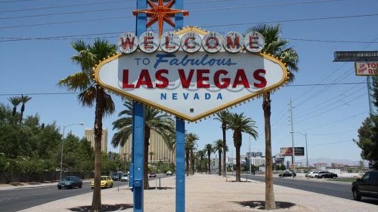 Renewal of Vows at Las Vegas Sign