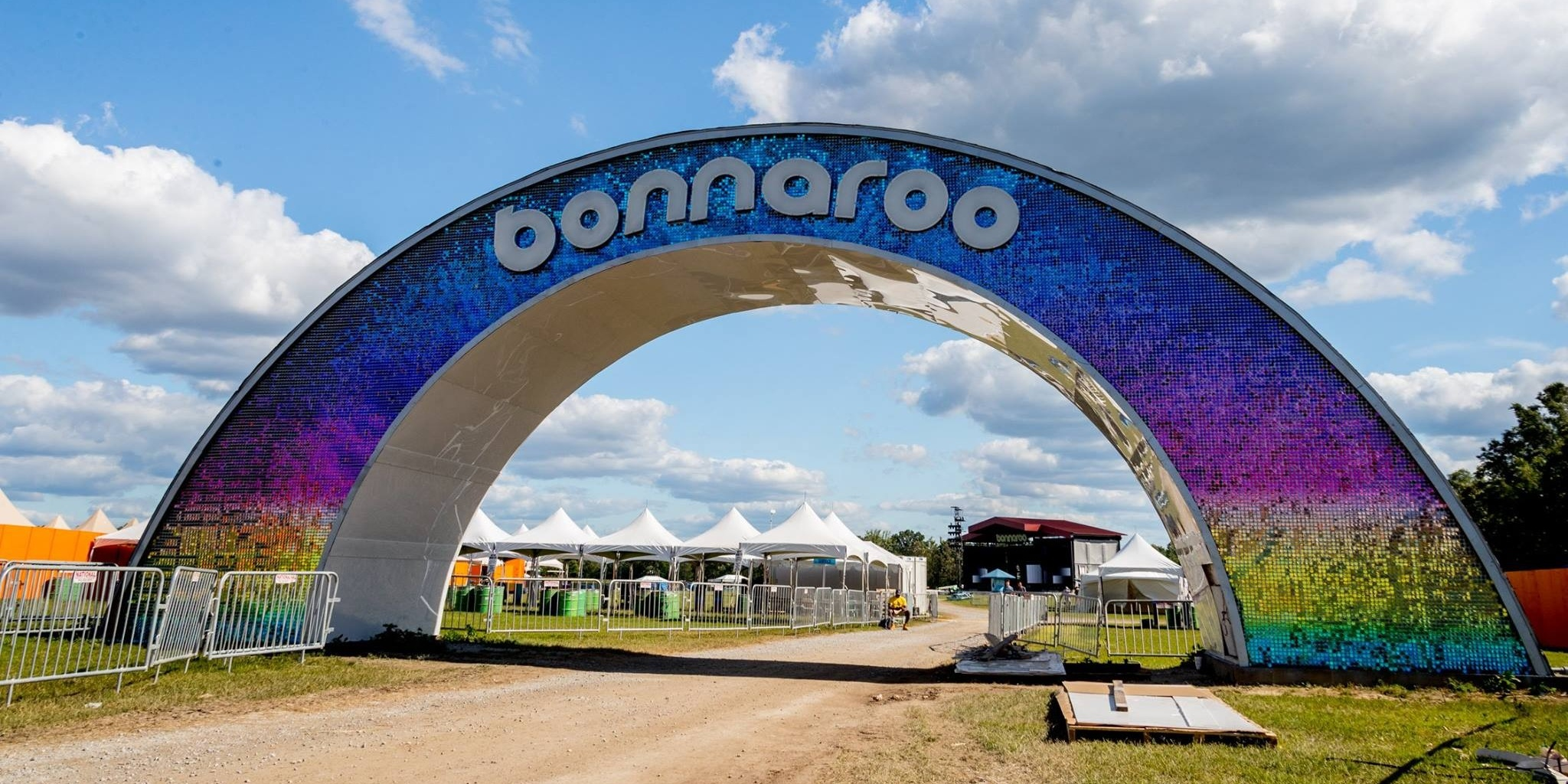 Free laundry service at a music festival? Bonnaroo has a stroke of genius